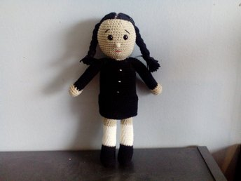 Amigurumi docka wednesday adams familjen adamd