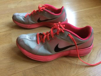 Nike sneakers gymnastikskor stl 39 25 cm gr? orange rosa