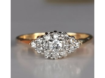 Vacker 14karat guldring med  diamanter 0.35ct