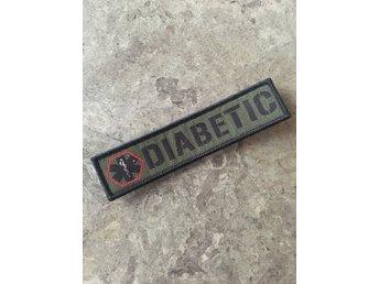 Javascript är inaktiverat. - Ekerö - Diabetesmärke av egen design. Enligt bild. Kardborre på baksidan. Fästplatta medföljer Storlek: 2,5x10,7 cm Diabetes - Ekerö
