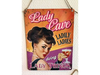 "Retro metallskylt "" Lady Cave""."