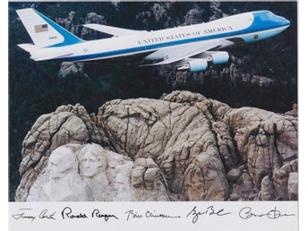 AIR FORCE ONE IN FLIGHT OVER MOUNT RUSHMORE SAMLARBILD FOTO PHOTO