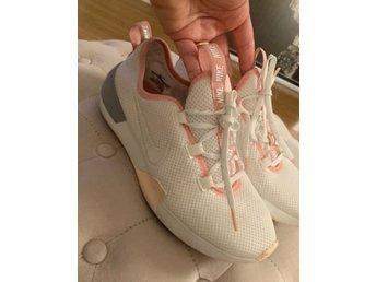 info for 07bbd ea650 Nike skor Storlek 38 Fint begagnat skick Sneakers Träningsskor Sportskor