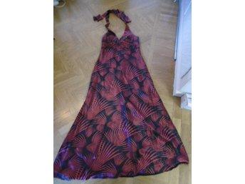 utsmyckade klänningar