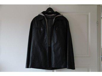 Svart ANGELO LITRICO skinn jacka, grå avtagbar luva storlek M/L - Nol - Svart ANGELO LITRICO skinn jacka, grå avtagbar luva storlek M/L - Nol