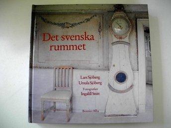 Javascript är inaktiverat. - älmeboda - DET SVENSKA RUMMETav Lars & Ursula SjöbergBonnier Alba förlag 1996.Kartonnage i mycket gott skick.Paret sjöberg bok om 1700-talet och alla vackra hus från den tiden. Massor med bilder från unika interiörer som inte är öppna för allmä - älmeboda