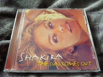 Shakira - The sun comes out! - Aneby - CD mkt fin (ngn enstaka hairline kan finnas, men inga fel vid uppspelning) Fast Pris & Fri frakt, enklare kan det inte bli! - Aneby