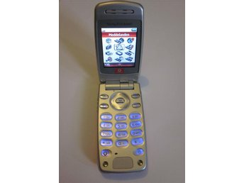 Sony Ericsson Z600 med laddare.