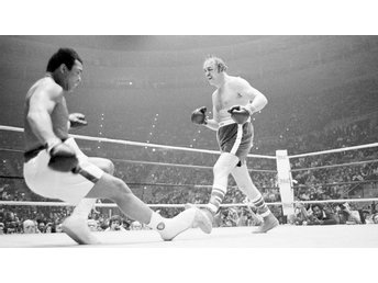 CHUCK WEPNER KNOCKS DOWN MUHAMMAD ALI MARCH 24, 1975 BOXING FOTO