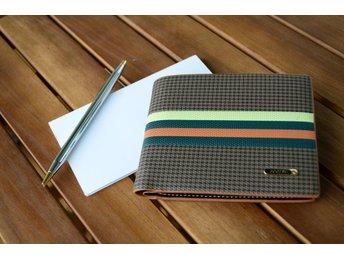 Designer läder plånbok i brun med remsor - Solna - Designer läder plånbok i brun med remsor - Solna