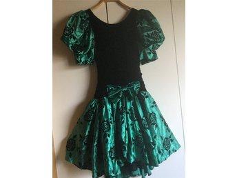 465092243599 Super fin svart/grön glittrig klänning student.. (341948023) ᐈ Köp ...