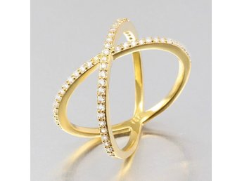 HELT NYTT!! RING Luxury 925 gold plated Crystal Criss-Cross  FRI FRAKT