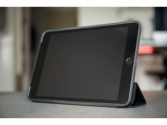 Apple iPad Mini 2 med 4G, space gray, inklusive svart Apple Smart Case