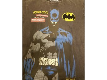 Batman Caped crusader tshirt Large