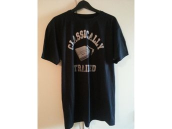 Classically Trained - T-Shirt - Marinblå - Large (ny)