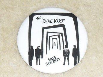 RUDE KIDS - STOR Button Badge / Pin/Knapp (Safe Society, Ebba Grön, Grisen, KSMB - Falkenberg - RUDE KIDS - STOR Button Badge / Pin/Knapp (Safe Society, Ebba Grön, Grisen, KSMB - Falkenberg