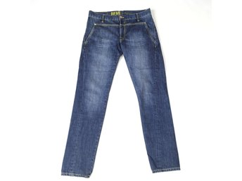 PEAK PERFORMANCE Jeans strl 29/32.
