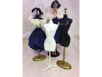 :-) Look 2 kläd ställ / provdockor spec,framtagna för Barbies kläder. Look (-: - Kristianstad - :-) Look 2 kläd ställ / provdockor spec,framtagna för Barbies kläder. Look (-: - Kristianstad