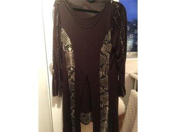 Brun lite annorlunda tunika klänning i storlek L - Sköndal - Brun lite annorlunda tunika klänning i storlek L - Sköndal