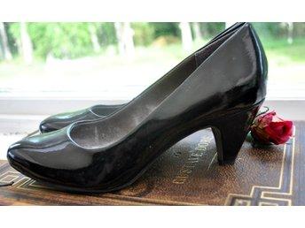 skor med liten klack