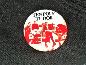 TENPOLE TUDOR -STOR Badge / Pin /Knapp (Punk, KBD, Sex Pistols, Swindle, Korova)