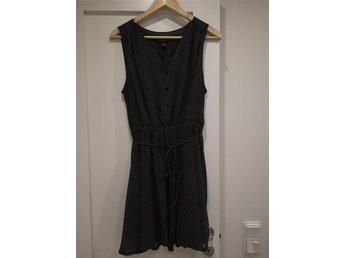 prickig klänning monki