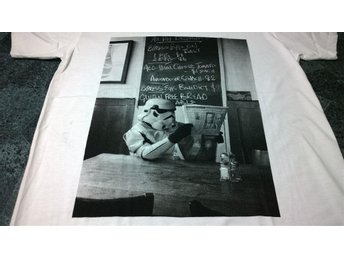 T-Shirt. Vit. Star Wars. Trooper. Medium