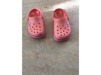 Crocs strl 24-25, C8-9 fina i aprikos färg - Nacka - Crocs strl 24-25, C8-9 fina i aprikos färg - Nacka