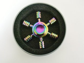 Fidget Spinner Metall - Rainbow  Sex rund-blad Med box.