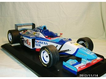 #7 FEDEX BENETTON RENAULT B197. F1 1997. Jean Alesi. Paul´s Model Art Scale 1:8!