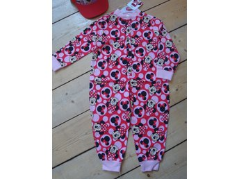 Minnie Mouse alltiett overall/jumpsuit samt en Minnie Mouse keps 4-5 år