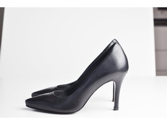 Buffalo London Violet Pumps stiletto spetsig tå i läder, stl 36, svart, klack 8.