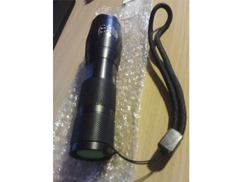 Kraftfull LED Ficklampa xFocus - 10000LM tactical lamp