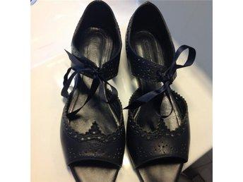 Sko sandal, skinn, marinblå , J. Lindeberg, stl 38, inv. Längd: 25 cm - Halmstad - Sko sandal, skinn, marinblå , J. Lindeberg, stl 38, inv. Längd: 25 cm - Halmstad