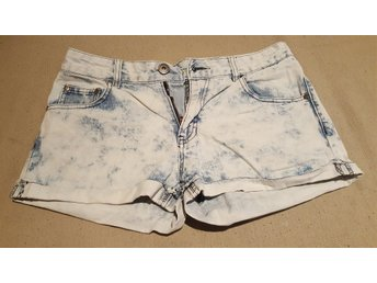 Javascript är inaktiverat. - Ed - Säljer av lite kläder ur tjejens garderob, I bra skick. Samfrakt av andra av mina klädannonser (+10kr/artikel) - Ed
