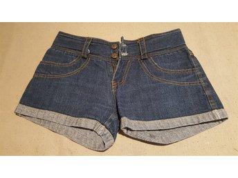 Javascript är inaktiverat. - Ed - Säljer av lite kläder ur tjejens garderob, Använda endast en, kanske 2 gånger. Samfrakt av andra av mina klädannonser (+10kr/artikel) - Ed