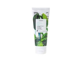 Javascript är inaktiverat. - Gullspång - KORRES Body Milk Mint Tea 200ml Korres Body Milk är en snabb absorberande kroppsmjölk för kroppen med återfuktande egenskaper som gör din hud sammetslen. För att bidra till ökad elasticitet och ihållande fukt i huden har man tillsatt  - Gullspång