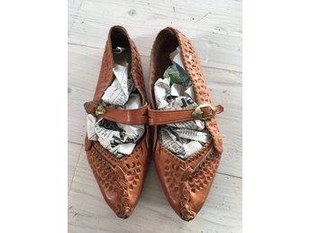 Vackra skinnskor, sandaler, sameslöjd! - Harlösa - Ett gediget hantverk i dessa fina skinnskor, strl 36 - Harlösa
