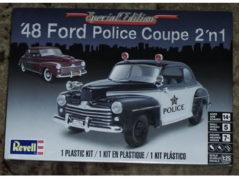 Revell Monogram 1/25 1948 Ford Police Coupe 2 in 1