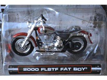 2000 FLSTF Fat Boy 1:24 (Maisto) Nyckelring Harley Davidson Motorcykel Ny - Vännäs - 2000 FLSTF Fat Boy 1:24 (Maisto) Nyckelring Harley Davidson Motorcykel Ny - Vännäs