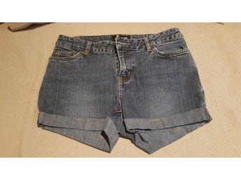 Javascript är inaktiverat. - Ed - Säljer av lite kläder ur tjejens garderob, Knapt använda Samfrakt av andra av mina klädannonser (+10kr/artikel) - Ed