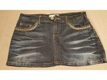 Javascript är inaktiverat. - Ed - Säljer av lite kläder ur tjejens garderob, Använda endast en gång. Samfrakt av andra av mina klädannonser (+10kr/artikel) - Ed