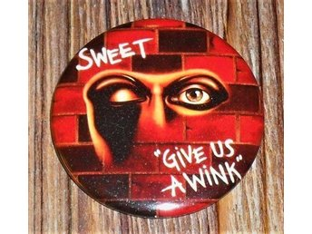 SWEET - Give Us A Wink - STOR Badge / Pin / Knapp (Glamrock, Heavy, Kiss,)