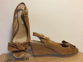 Sandal/skor Mocka med kilklack bruna stl 39 Buffalo - Enskededalen - Sandal/skor Mocka med kilklack bruna stl 39 Buffalo - Enskededalen