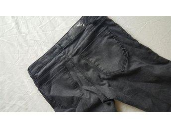 Bikbok Jeans Byxor Svarta Grå 26 Leather Läder Skinn Panel Stuprör Low waist - Uttran - Bikbok Jeans Byxor Svarta Grå 26 Leather Läder Skinn Panel Stuprör Low waist - Uttran