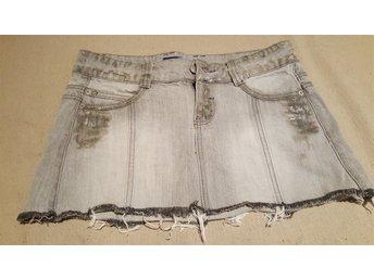 Javascript är inaktiverat. - Ed - Säljer av lite kläder ur tjejens garderob, Fint skick Samfrakt av andra av mina klädannonser (+10kr/artikel) - Ed