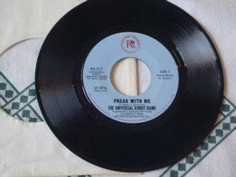 "UNIVERSAL ROBOT BAND THE - FREAK WITH ME 7"" 1978"