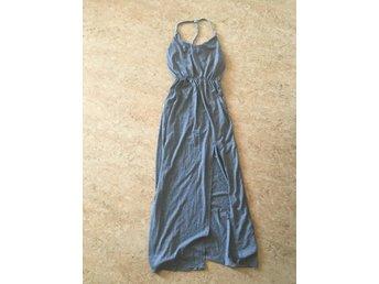 a2618acae180 Maxiklänning underbar ombloggad långklänning grå med öppen rygg och slits