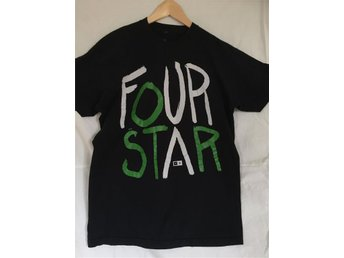 FOUR STAR skate T-shirt svart med via och grön text st L