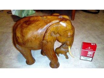Massiv handsnidad Thailändsk trä elefant,vikt 1.9 kilo.Ovanligt stor och massiv - ängelholm - Massiv handsnidad Thailändsk trä elefant,vikt 1.9 kilo.Ovanligt stor och massiv - ängelholm